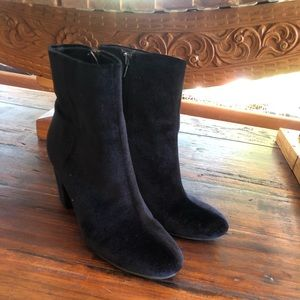 🔻SALE🔻Like new Black Velvet Booties